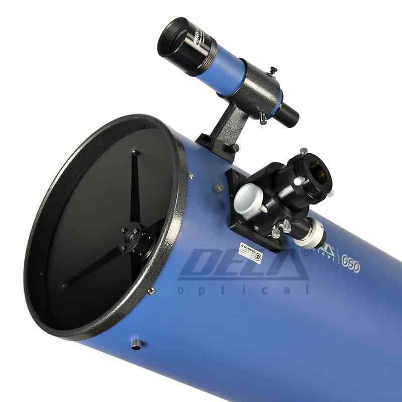 Widok na przód teleskopu (widoczny szukacz i wyciąg okularowy)